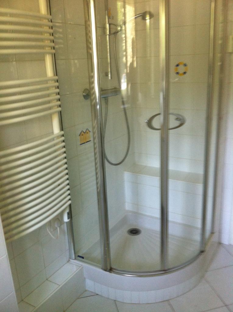 douche de la salle de douche n°1