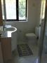 salle de douche n° 1 avec vasque et  WC
